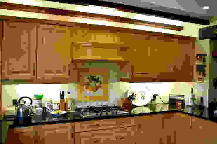 Küche von RS Architects, Landhaus