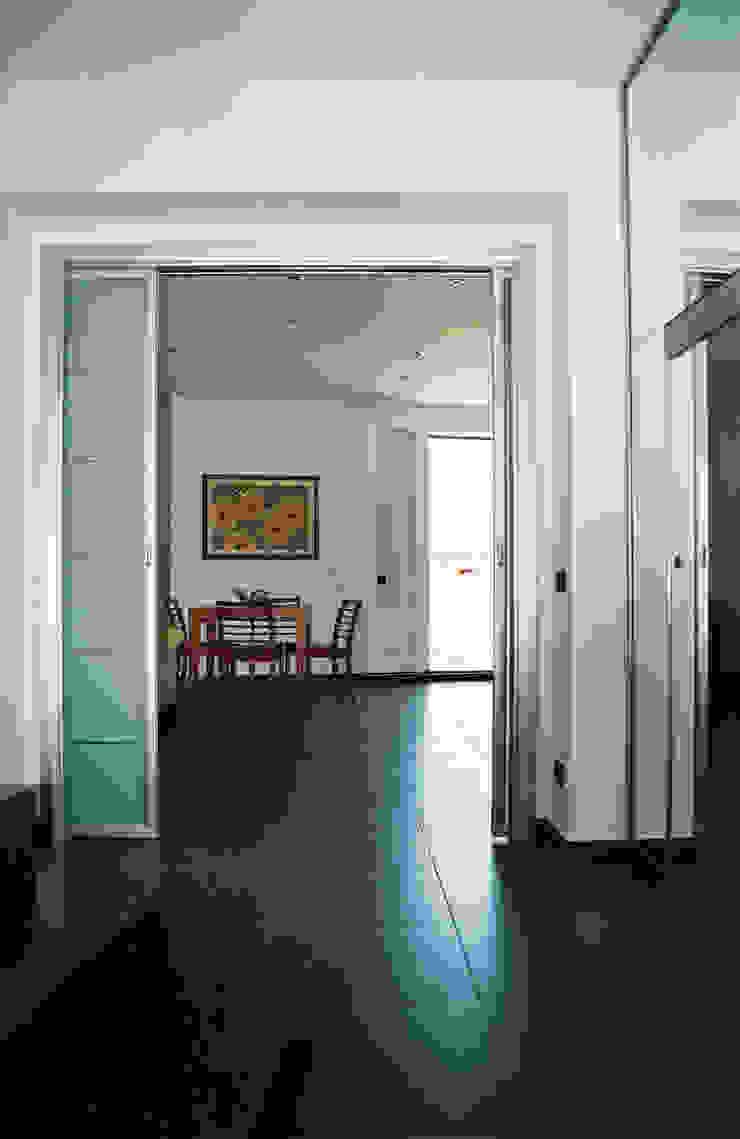 Corredores, halls e escadas modernos por Studio di Architettura e Design Moderno