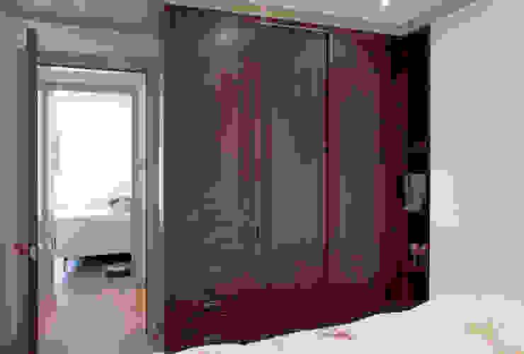 Bedroom Modern style bedroom by Prestige Architects By Marco Braghiroli Modern