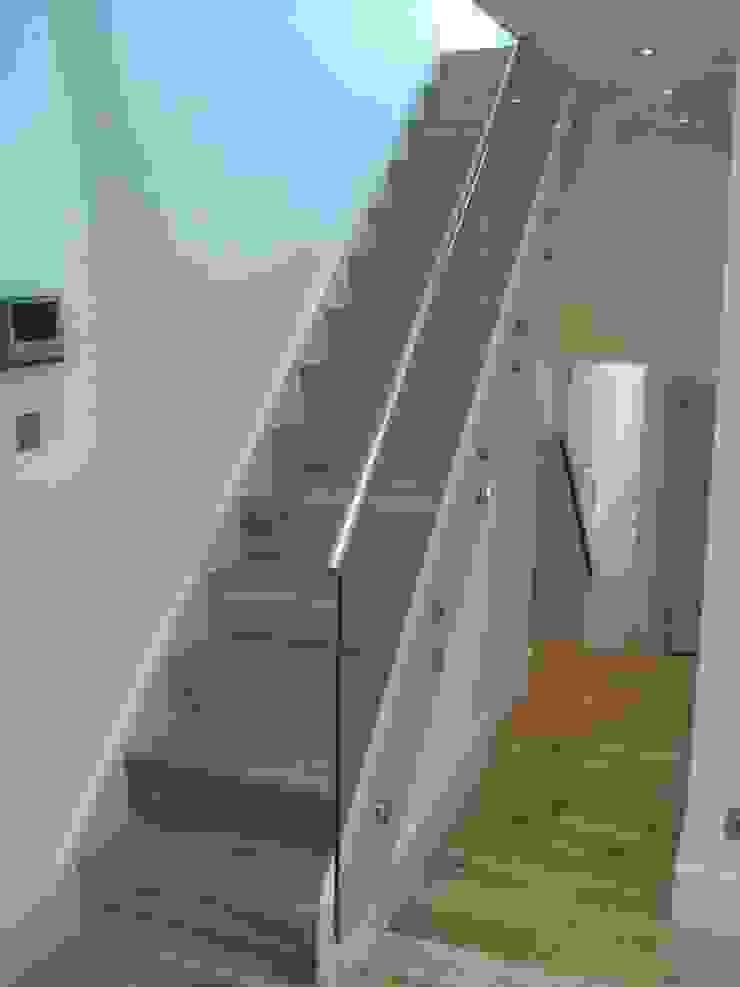 Glenrosa Street - Stair Modern corridor, hallway & stairs by Amorphous Design Ltd Modern