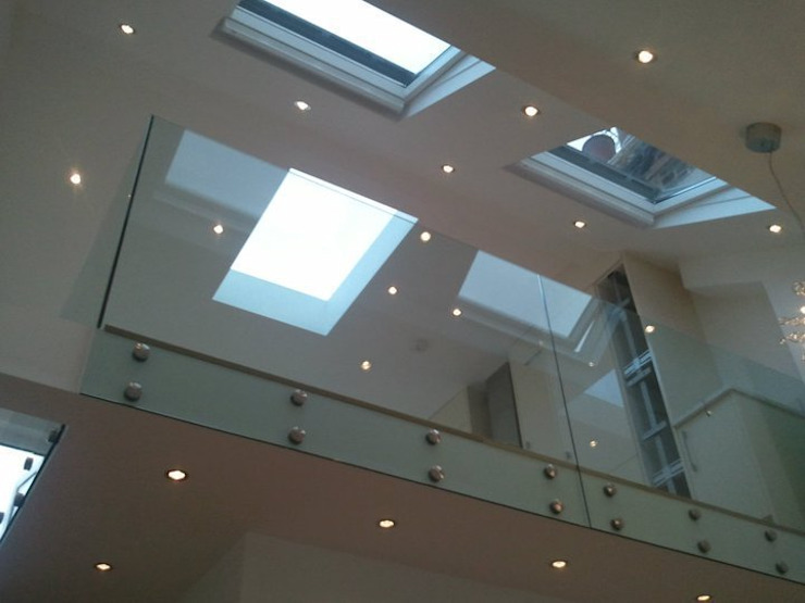 Glenrosa Street - Glass Balustrade Modern corridor, hallway & stairs by Amorphous Design Ltd Modern