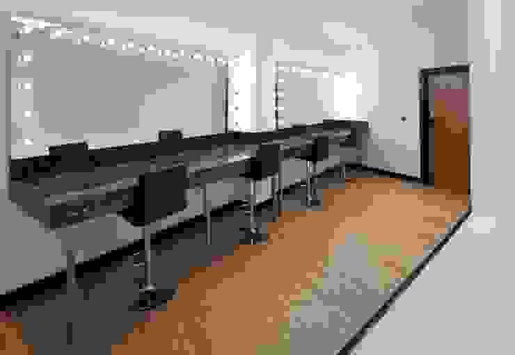 Par Royal Studios - Changing Room Modern dressing room by Amorphous Design Ltd Modern