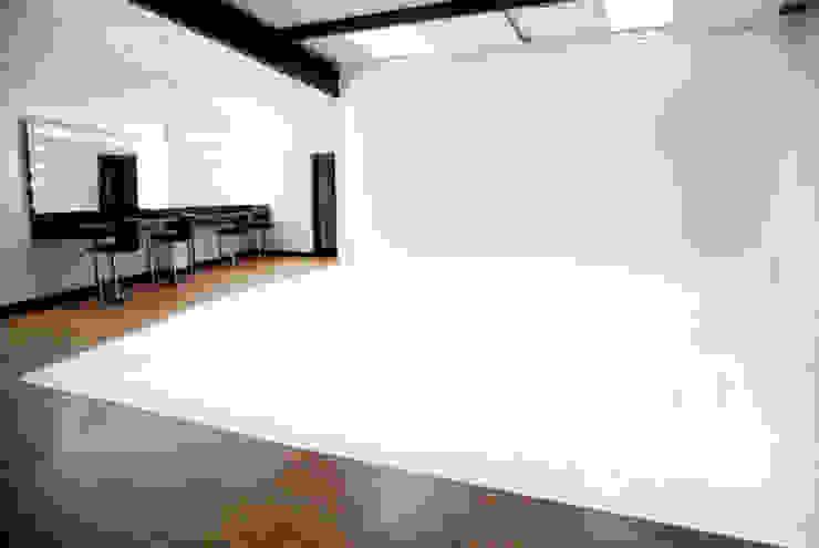 Par Royal Studios Modern media room by Amorphous Design Ltd Modern
