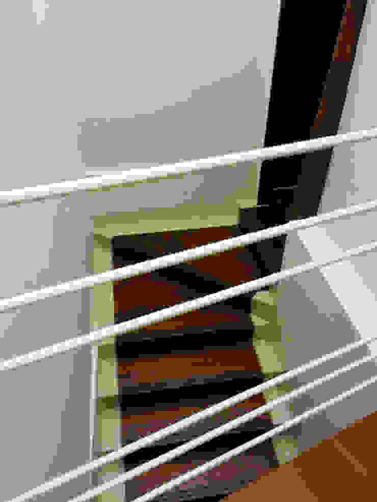Ryoga_ Sedi per eventi moderne di laboratorio di architettura - gianfranco mangiarotti Moderno