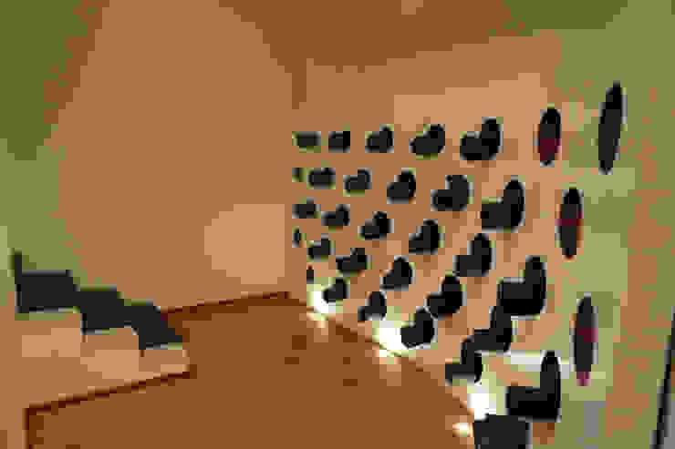 Ryoga_parete portamaterassini Sedi per eventi moderne di laboratorio di architettura - gianfranco mangiarotti Moderno