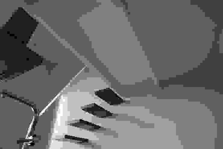 Casa MB_cucina Ingresso, Corridoio & Scale in stile moderno di laboratorio di architettura - gianfranco mangiarotti Moderno