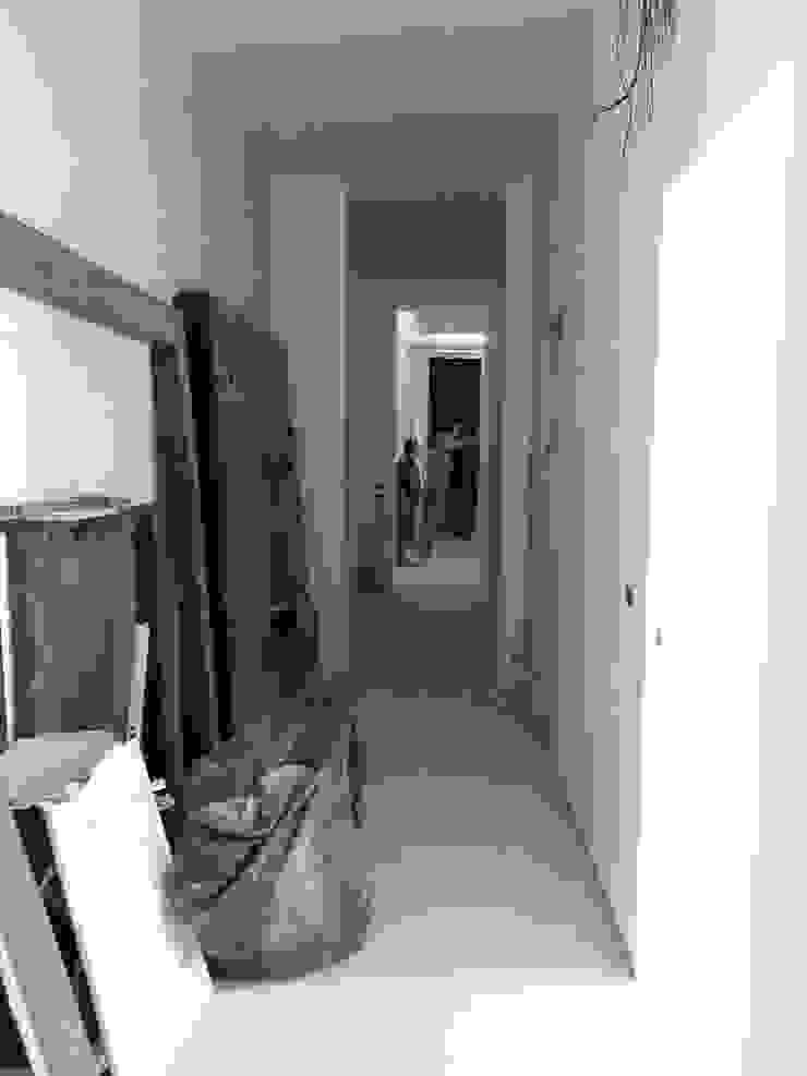 Casa MB_work in progress Ingresso, Corridoio & Scale in stile moderno di laboratorio di architettura - gianfranco mangiarotti Moderno