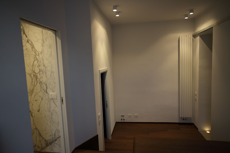 Casa MB_camera_vista dalla pedana Ingresso, Corridoio & Scale in stile moderno di laboratorio di architettura - gianfranco mangiarotti Moderno