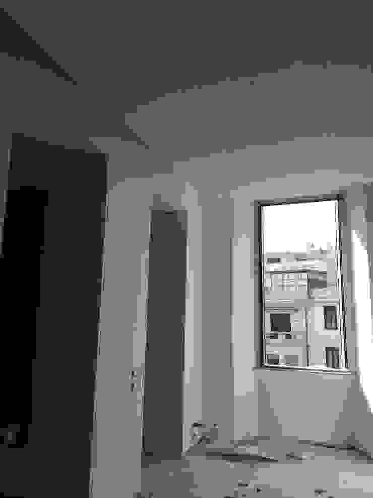 Casa MB_work in progress Finestre & Porte in stile moderno di laboratorio di architettura - gianfranco mangiarotti Moderno