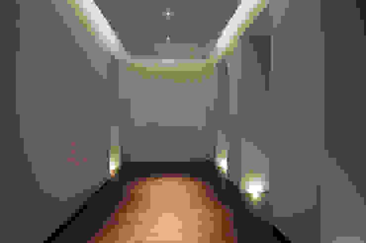 Casa MB_sala da pranzo Ingresso, Corridoio & Scale in stile moderno di laboratorio di architettura - gianfranco mangiarotti Moderno