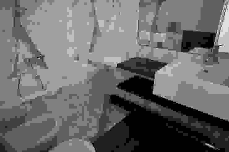 Casa MB_bathroom Bagno moderno di laboratorio di architettura - gianfranco mangiarotti Moderno