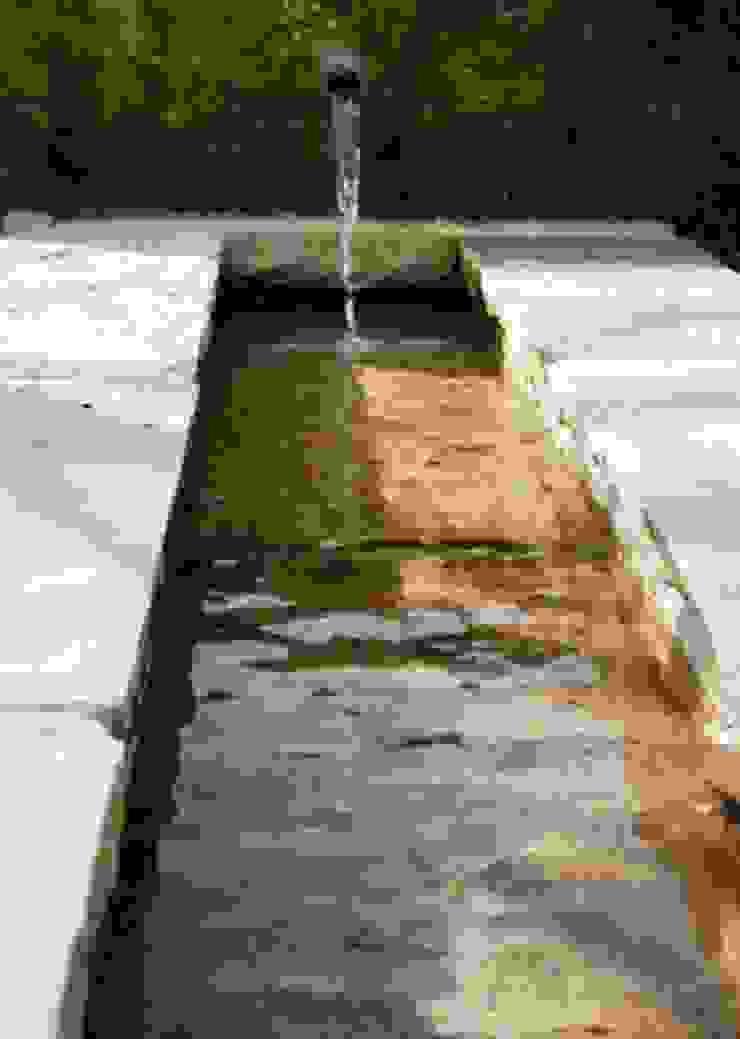 Water Feature Close Up Modern garden by Bestall & Co Landscape Design Ltd Modern