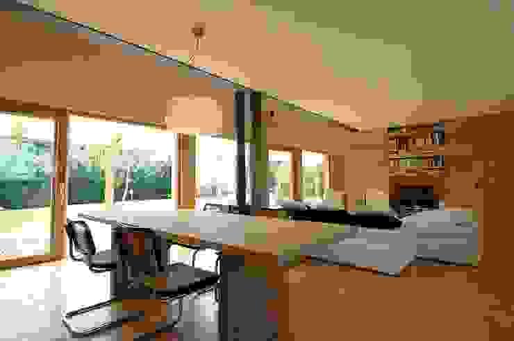 Casa di legno a Silea Soggiorno moderno di mmpstudio Moderno