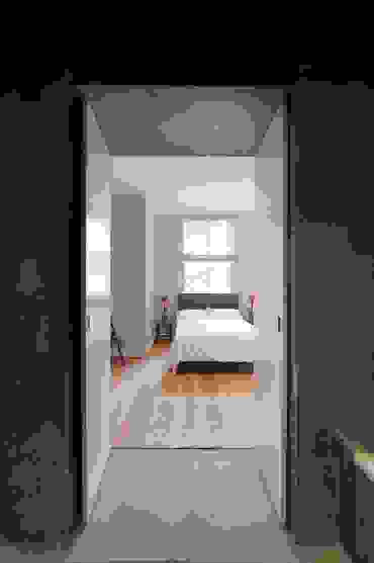 Clanricarde Gardens Ardesia Design Modern style bedroom
