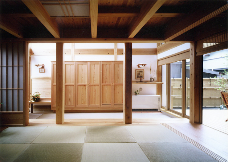 通り庭の家: T設計室一級建築士事務所/tsekkeiが手掛けた廊下 & 玄関です。,