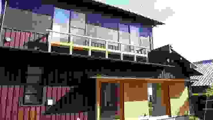 焼き杉と墨入り漆喰と鉄人28号の棟飾りでリノベイト オリジナルな 家 の T設計室一級建築士事務所/tsekkei オリジナル