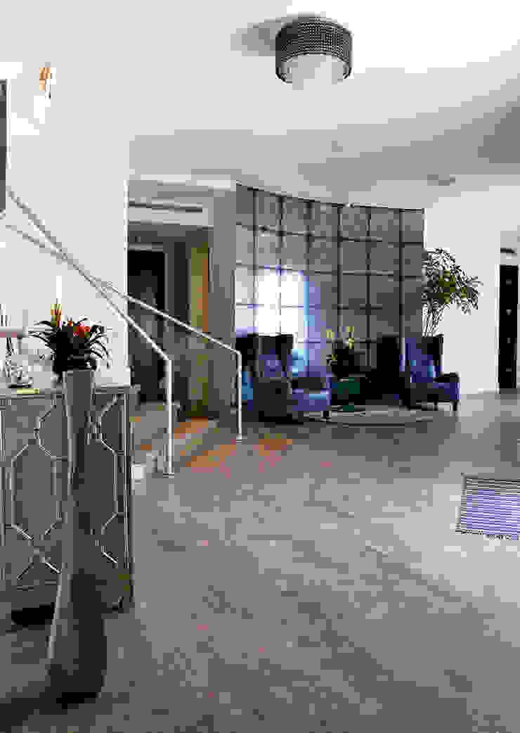 Nightingale Decor, Hollywood Hills CA. 2014 Pasillos, vestíbulos y escaleras modernos de Erika Winters® Design Moderno