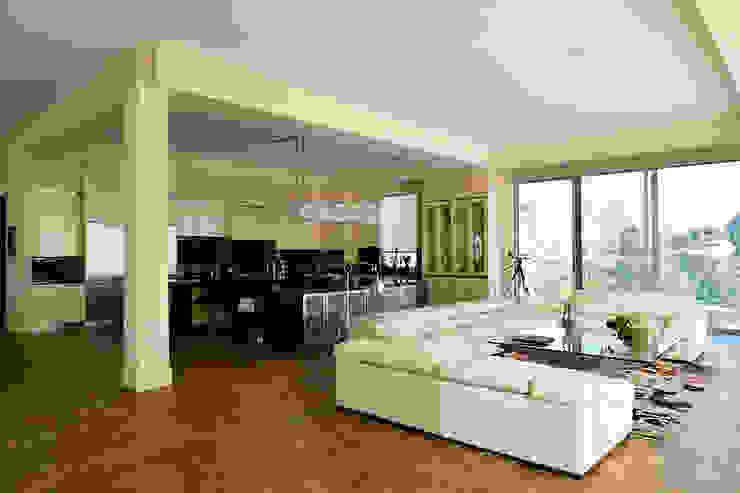 غرفة المعيشة تنفيذ Erika Winters® Design,