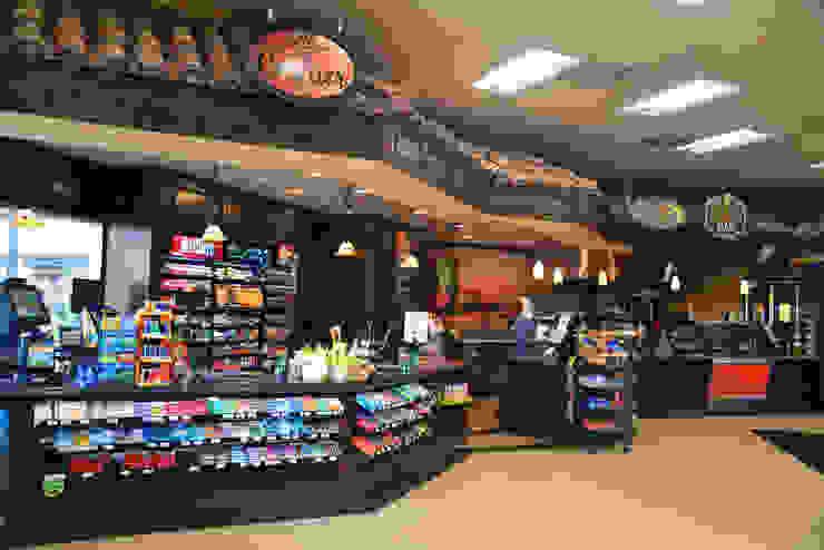 Bella MarketPlace Camarillo CA 2013Bella MarketPlace Camarillo CA 2013 Espacios comerciales de estilo rústico de Erika Winters® Design Rústico