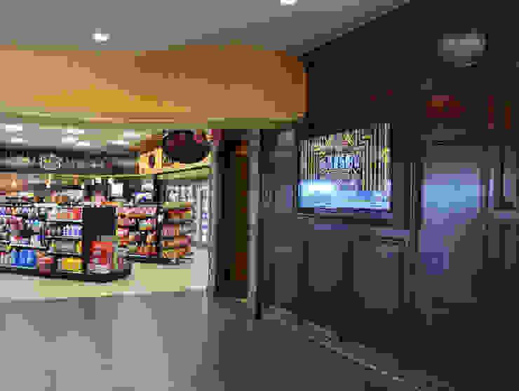 Bella MarketPlace Camarillo CA 2013 Espacios comerciales de estilo rústico de Erika Winters® Design Rústico