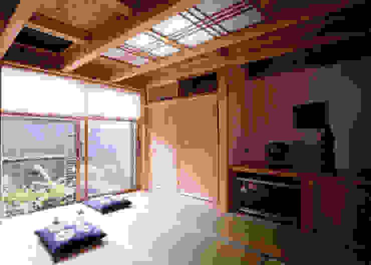 中庭で繋ぐ二世帯の家 クラシカルスタイルの 寝室 の T設計室一級建築士事務所/tsekkei クラシック 木 木目調