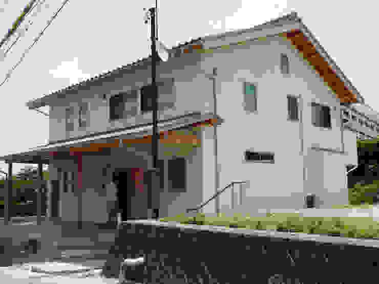 勾配のある道路のアプローチ オリジナルな 家 の T設計室一級建築士事務所/tsekkei オリジナル