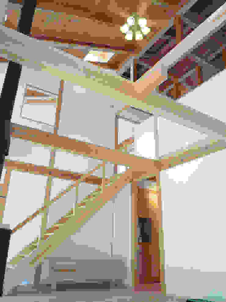 吹き抜けのあるリビング オリジナルスタイルの 玄関&廊下&階段 の T設計室一級建築士事務所/tsekkei オリジナル
