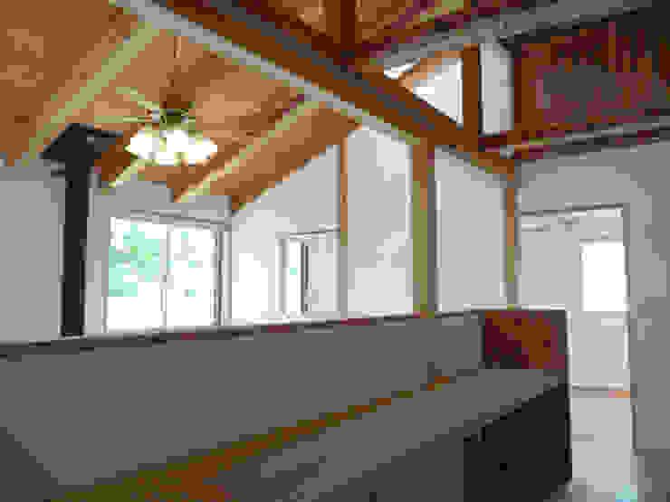 吹き抜にカウンターが面する オリジナルスタイルの 玄関&廊下&階段 の T設計室一級建築士事務所/tsekkei オリジナル