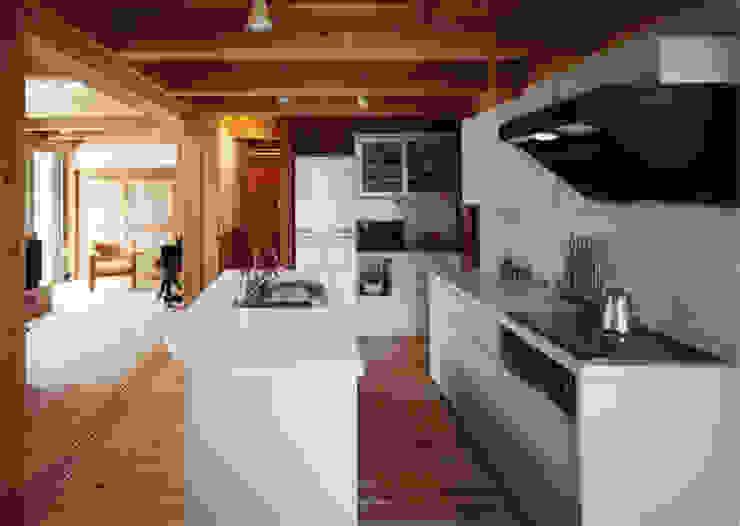 庭に開く、棟もち柱の家 オリジナルデザインの キッチン の T設計室一級建築士事務所/tsekkei オリジナル