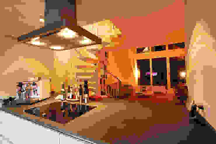 Ein Blick aus der Küche Moderne Küchen von Wohnwert Innenarchitektur Modern