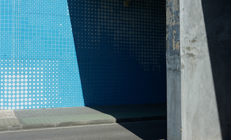 Painel cerâmico 'Da água ao jardim' por Ânia Gabriel Abrantes arquitectura Moderno
