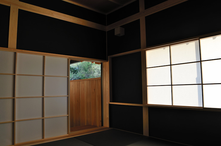 高野建築 Modern style media rooms
