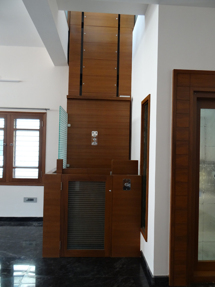 Home elevator Modern living room by Hasta architects Modern