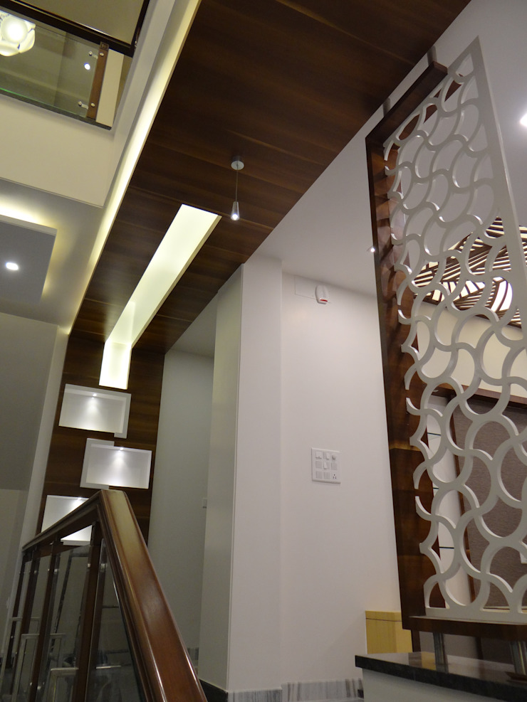 Wood Ceiling in the corridor Modern corridor, hallway & stairs by Hasta architects Modern