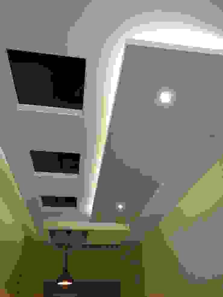 Stairwell ceiling Modern corridor, hallway & stairs by Hasta architects Modern