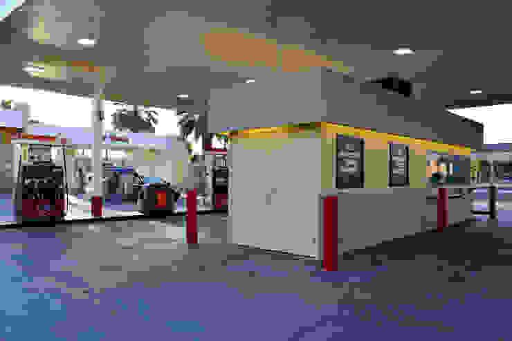 76 Gas Station & CarWash Ramon Rd. Cathedral City CA. 2014 Espacios comerciales de estilo moderno de Erika Winters® Design Moderno