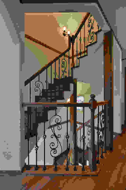 株式会社 盛匠 Couloir, entrée, escaliers classiques