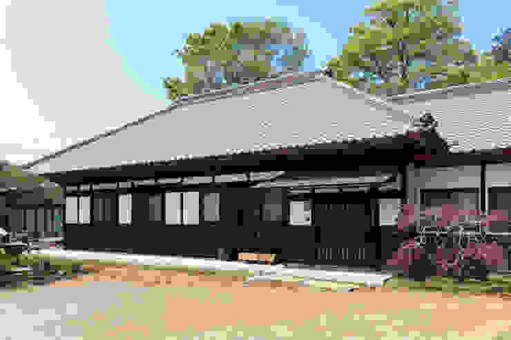 生業と共に刻まれた歴史、手斧削りの美しい梁組み クラシカルな 家 の 吉田建築計画事務所 クラシック