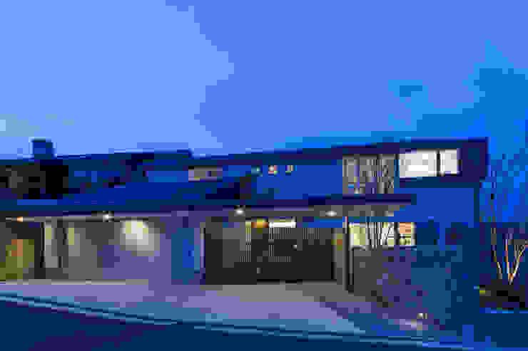 The House creates open land scape Kenji Yanagawa Architect and Associates モダンな 家