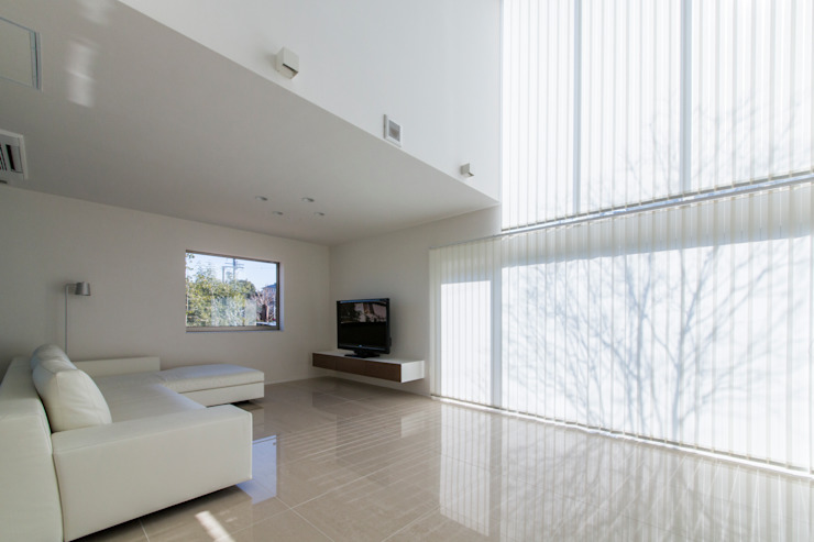 The House creates open land scape Kenji Yanagawa Architect and Associates モダンデザインの リビング