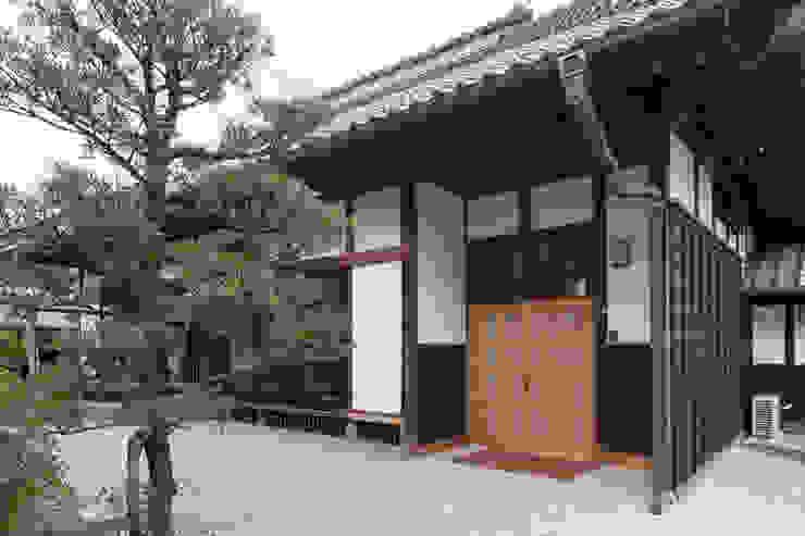 伝統のしつらえと、モダンライフの融合 クラシカルな 家 の 吉田建築計画事務所 クラシック