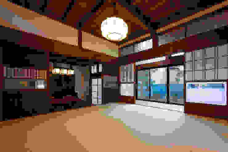 伝統のしつらえと、モダンライフの融合 クラシックデザインの リビング の 吉田建築計画事務所 クラシック