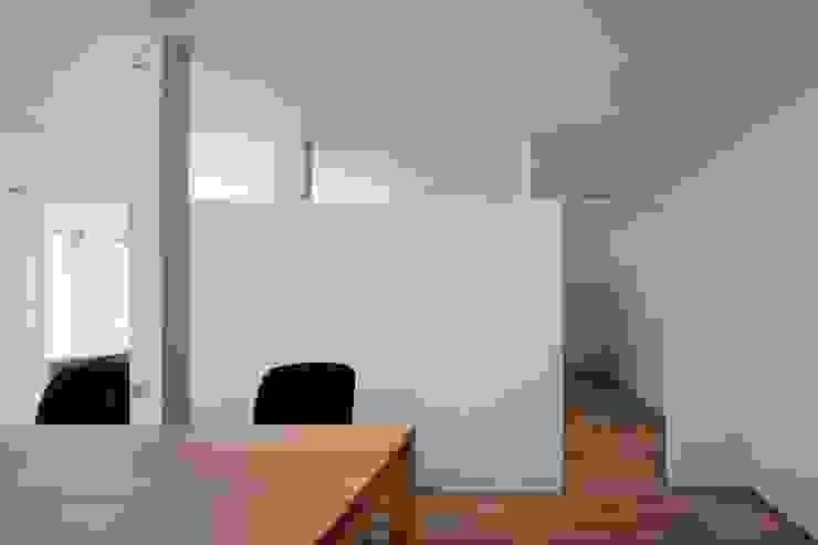 事務室: 株式会社 藤本高志建築設計事務所が手掛けた現代のです。,モダン