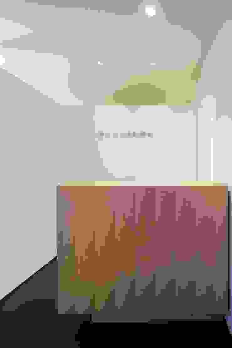 エントランス: 株式会社 藤本高志建築設計事務所が手掛けた現代のです。,モダン