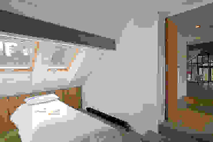 Modern style bedroom by blackStones Modern