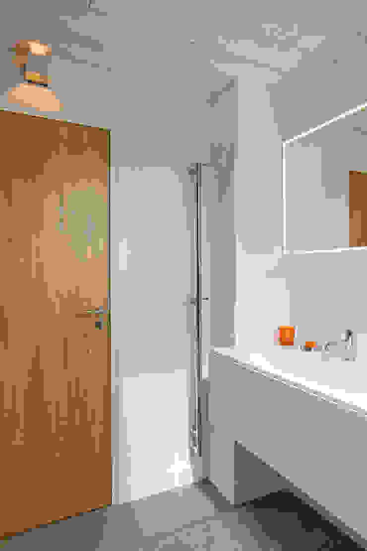 Modern bathroom by blackStones Modern