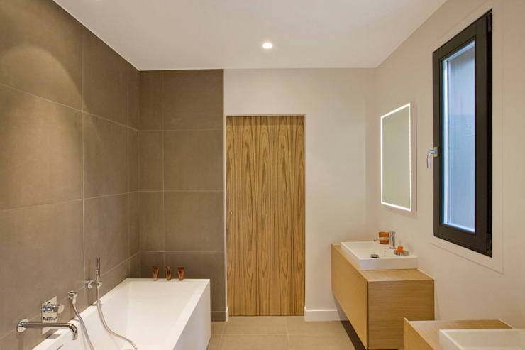 Bathroom by blackStones, Modern