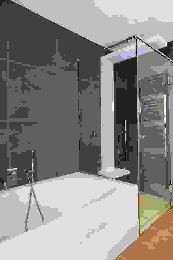 Appartement 140m² Salle de bain originale par blackStones Éclectique