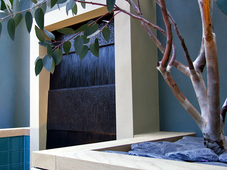 Granite water feature with Eucalyptus tree Jardines de estilo moderno de MyLandscapes Garden Design Moderno