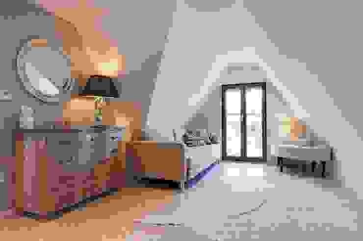 Salas de estilo  por Stunning Spaces Ltd, Ecléctico